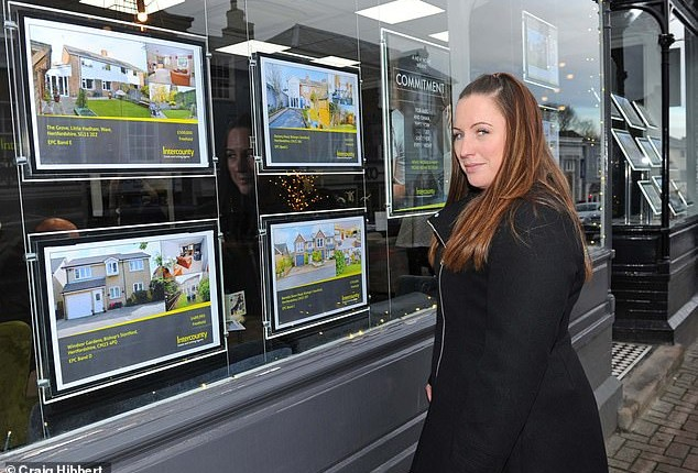 Viewings TRIPLE online this Boxing Day as homebuyers break records whilst on a bargain hunt
